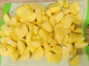 Kartoffeln schälen und schneiden